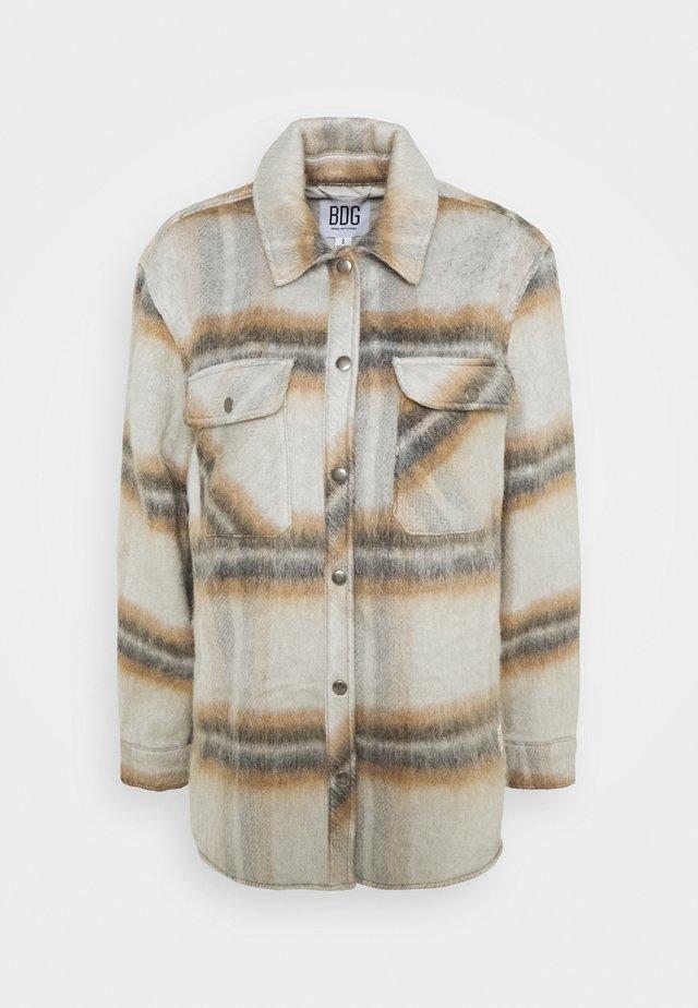 LEAH SHACKET - Krátký kabát - neutral