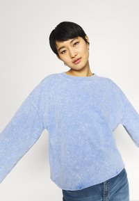 GAP - FLARE  CROP - Sweatshirt - neon medium blue - 4