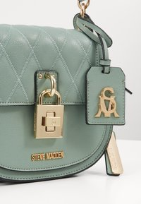 Steve Madden - BSANDIE - Across body bag - mint - 5