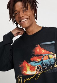 Mennace - BURNING CAR GRAPHIC  - Sweatshirt - black - 4