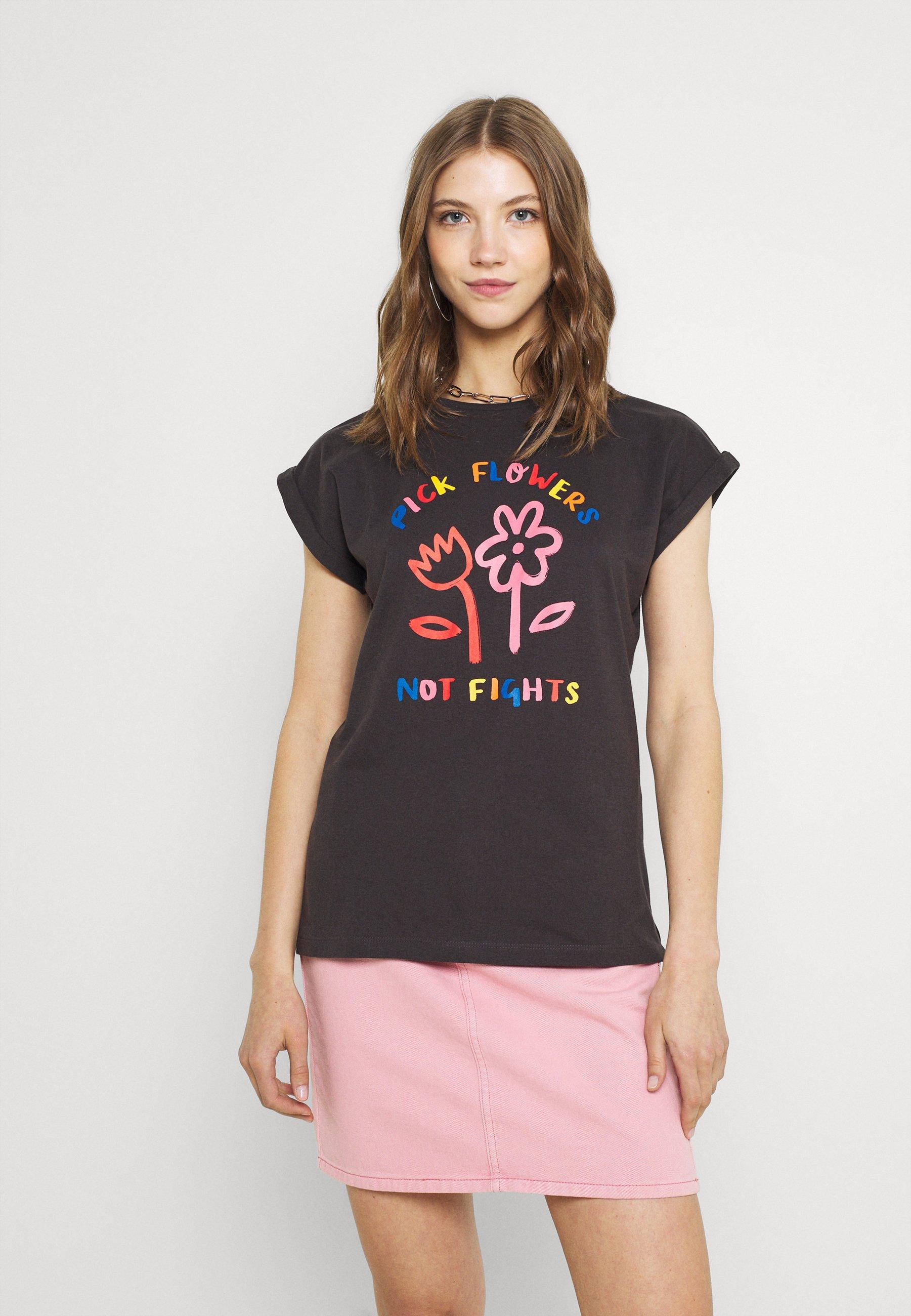 Femme VISBY FLOWERS NOT FIGHTS - T-shirt imprimé