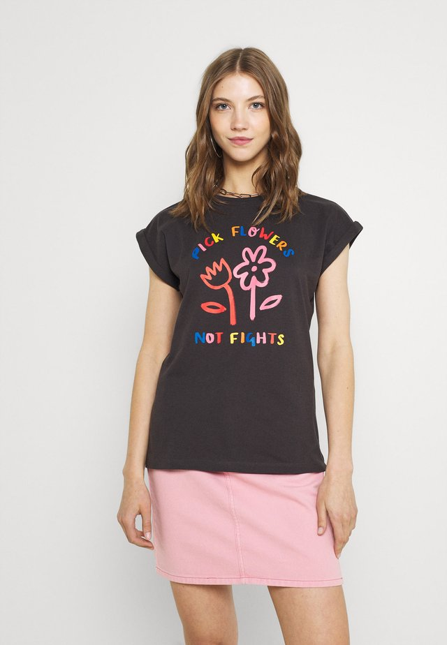 VISBY FLOWERS NOT FIGHTS - T-shirt con stampa - forged iron