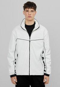 Bershka - Välikausitakki - white - 0
