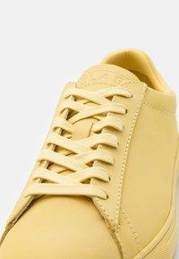 Clae - BRADLEY - Sneakers - pale banana - 5