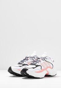 adidas Originals - MAGMUR RUNNER - Trainers - footwear white/grey one/glow pink - 4
