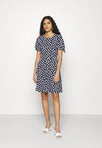 Dorothy Perkins - SPOT TSHIRT DRESS - Sukienka z dżerseju - navy - 1