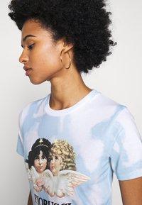 Fiorucci - TIE DYE ANGELS TEE  - T-shirt con stampa - blue - 5
