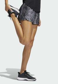 adidas Performance - PACER WOVEN FLORAL SHORTS - Pantaloncini sportivi - black - 4