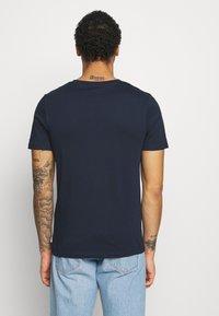 Jack & Jones - JJEORGANIC BASIC TEE O-NECK 5 PACK - T-shirt - bas - black/white/navy - 4