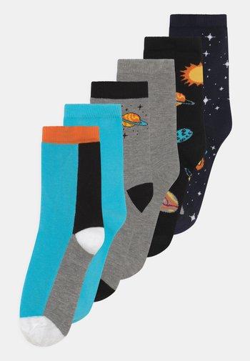 NKMKACE 6 PACK - Socks - black