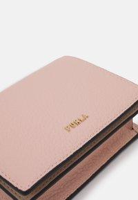 Furla - BABYLON COMPACT WALLET - Wallet - candy rose/ballerina - 3