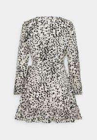 Missguided Petite - ANIMAL WRAP FRILL DETAIL SKATER DRESS - Denní šaty - cream - 1