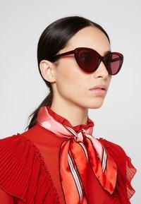 Alexander McQueen - Sunglasses - red - 1