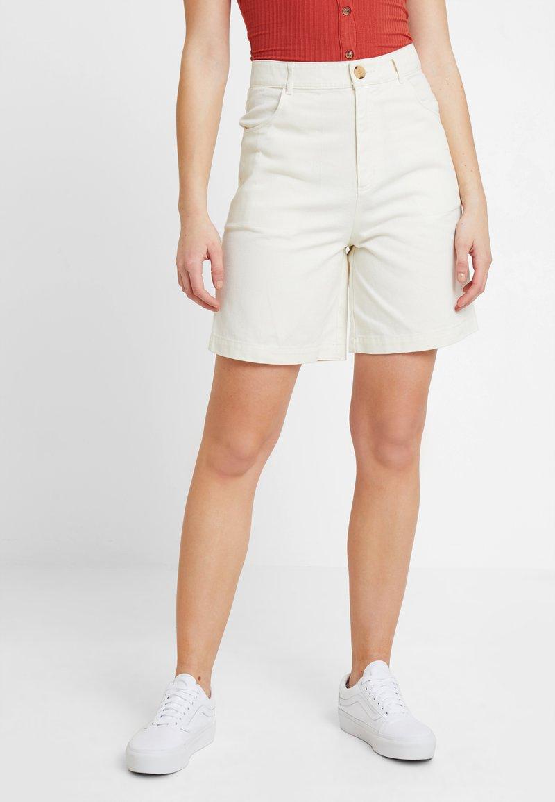 Monki - NAZIR - Denim shorts - offwhite