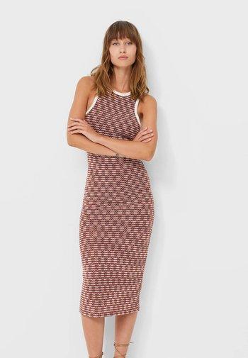 MIT RAFFUNGEN UND CUT OUTS  - Shift dress - beige