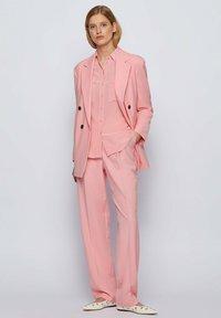 BOSS - JUKKAH - Bleiseri - pink - 1