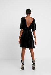 Monki - ADALIA DRESS - Vestido de cóctel - black topaz - 3