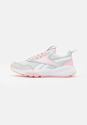 XT SPRINTER 2.0 UNISEX - Neutral running shoes - pure grey/pink glow/footwear white