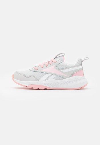 XT SPRINTER 2.0 UNISEX - Juoksukenkä/neutraalit - pure grey/pink glow/footwear white
