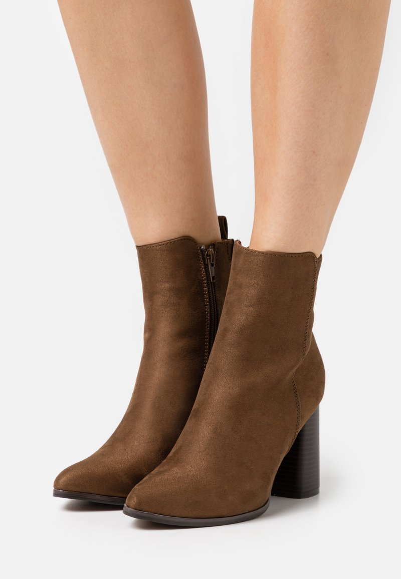 ONLY SHOES - ONLBRODIE LIFE HEELED BOOTIE   - Botki na obcasie - khaki