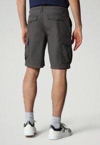 Napapijri - N-ICE CARGO - Shorts - dark grey solid - 1