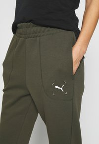 Puma - NU-TILITY PANTS - Pantaloni sportivi - forest night - 5