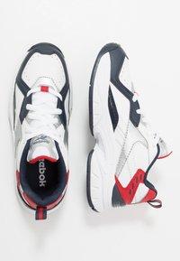 Reebok - RBK XEONA - Chaussures d'entraînement et de fitness - white/dark blue - 0