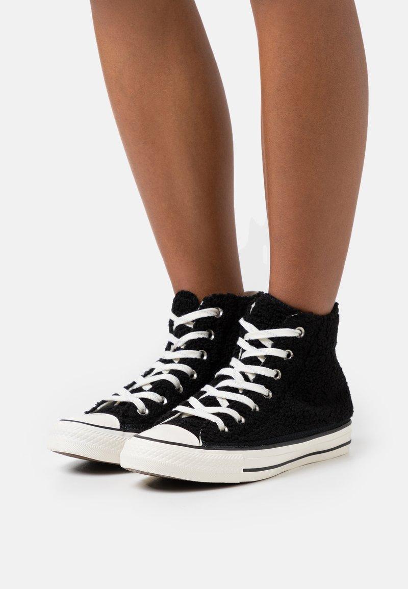 Converse - CHUCK TAYLOR ALL STAR - Höga sneakers - black/egret