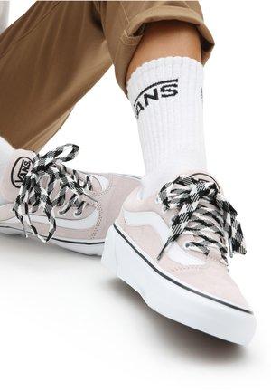 UA Shape NI - Skate shoes - (suede)hushedviolet/trwht