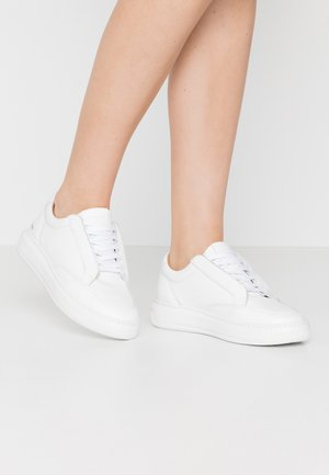 COSMOS DERBY SHOE - Sneakers laag - white