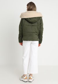 Urban Classics - LADIES SHERPA HOODED JACKET - Winter jacket - dark olive/dark sand - 2