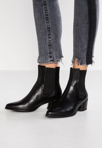 Vagabond - LARA - Classic ankle boots - black - 0