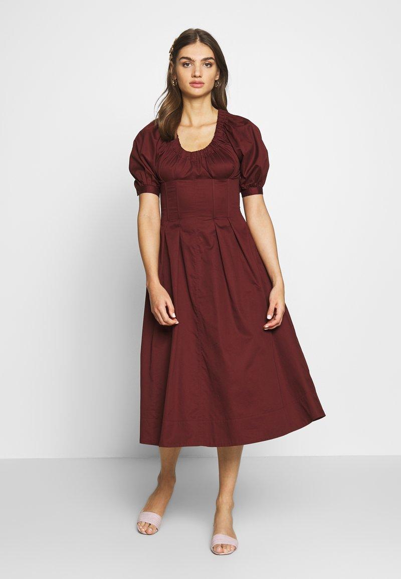 Who What Wear - WAIST DETAIL MIDI DRESS - Day dress - red