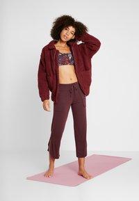 Onzie - TEDDY JACKET - Outdoor jacket - burgundy - 1