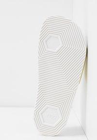HUGO - TIMEOUT SLID - Pantofle - white - 6