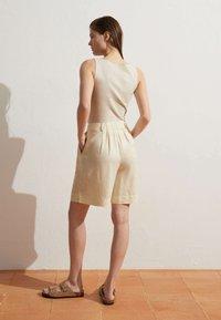 OYSHO - Short - beige - 3