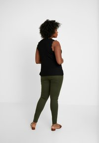 ONLY Carmakoma - CARTHUNDER  PUSH UP REG - Jeans Skinny Fit - dark green - 2