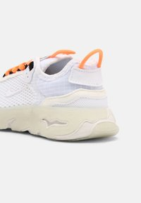 Nike Sportswear - LIVE UNISEX - Sneakers laag - atomic orange/white sail/light armory blue - 4