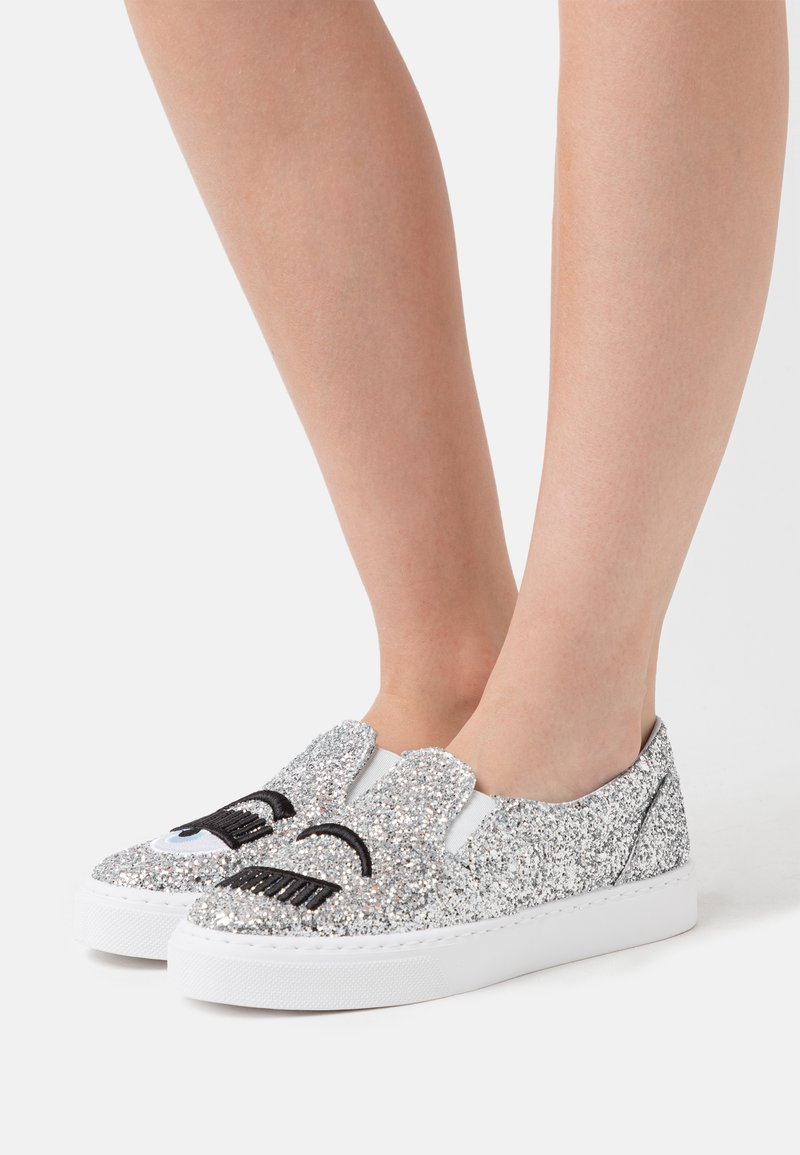 CHIARA FERRAGNI - CARRY OVER - Slip-ons - silver