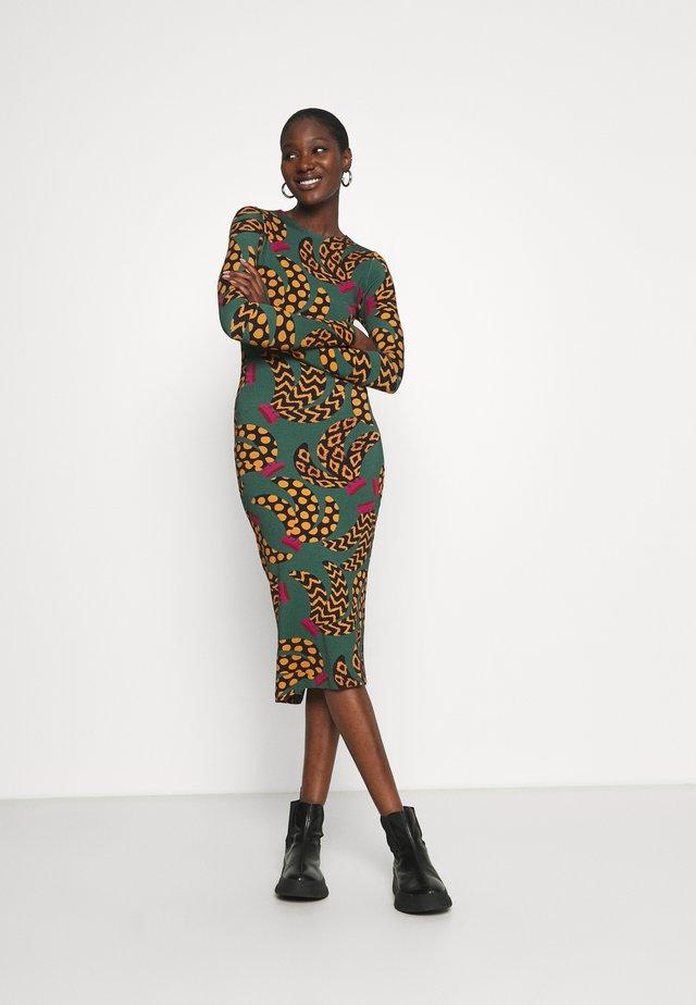 ETHNIC BANANA DRESS - Pouzdrové šaty - multi