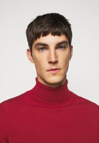J.LINDEBERG - LYD - Stickad tröja - chili red - 5