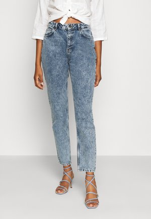 NMISABEL MOM - Vaqueros boyfriend - medium blue denim