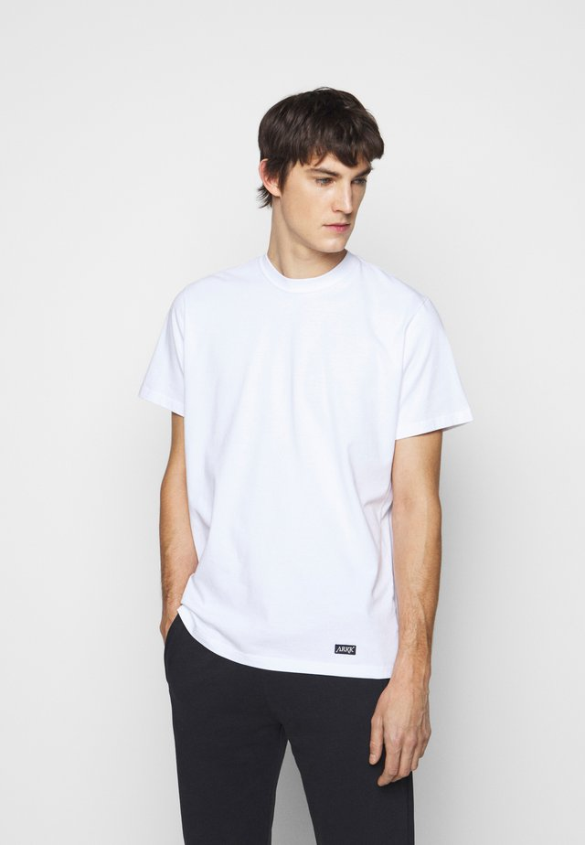 BOX LOGO TEE - Basic T-shirt - white