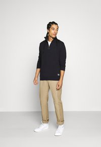 Jack & Jones - JORELI HIGH NECK ZIP - Svetr - dark blue