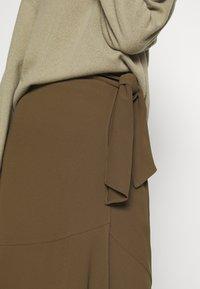 RIANI - Zavinovací sukně - militare - 5