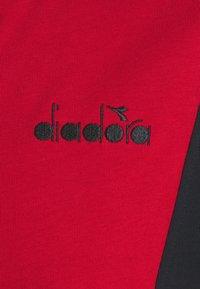 Diadora - TRACKSUIT HOODIE CORE - Træningssæt - molten lava red - 8