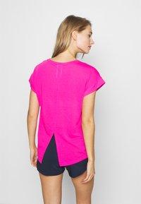 Reebok - SUPREMIUM DETAIL TEE - Print T-shirt - pink - 2