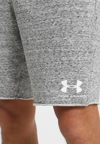 Under Armour - SPORTSTYLE TERRY  - Pantalón corto de deporte - onyx white - 5