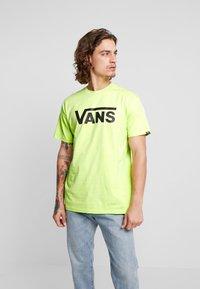 Vans - CLASSIC - Print T-shirt - sharp green/black - 0