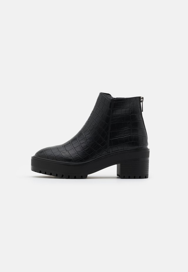 VMMELBA WIDE FIT - Boots à talons - black
